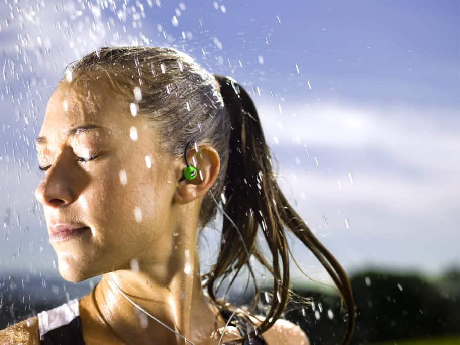 H2OAudio_TraxWaterproofCustomFitHeadphones03
